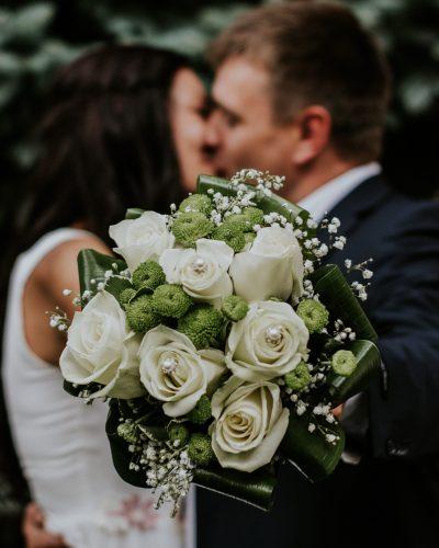 man-and-woman-kissing-948185